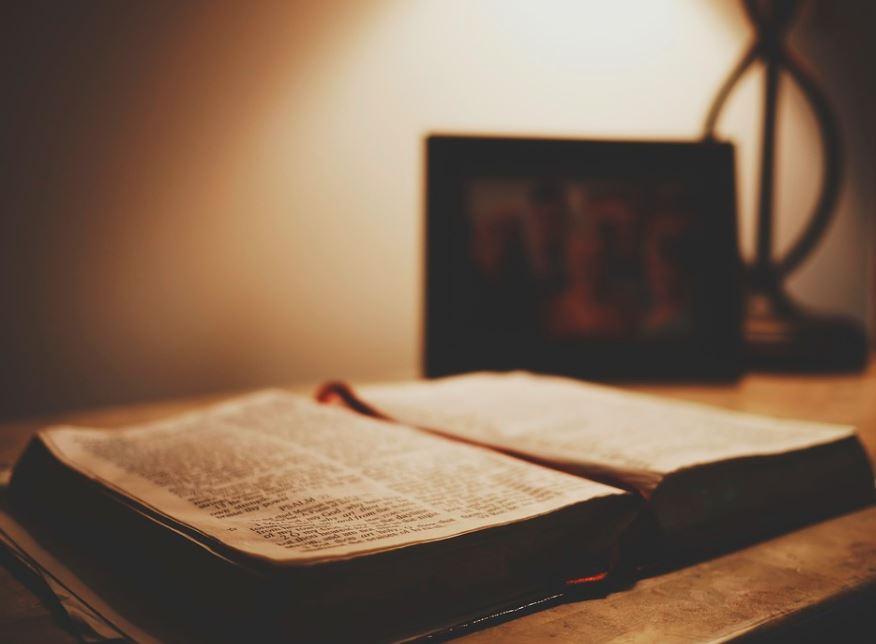 libro religioso y filosófico