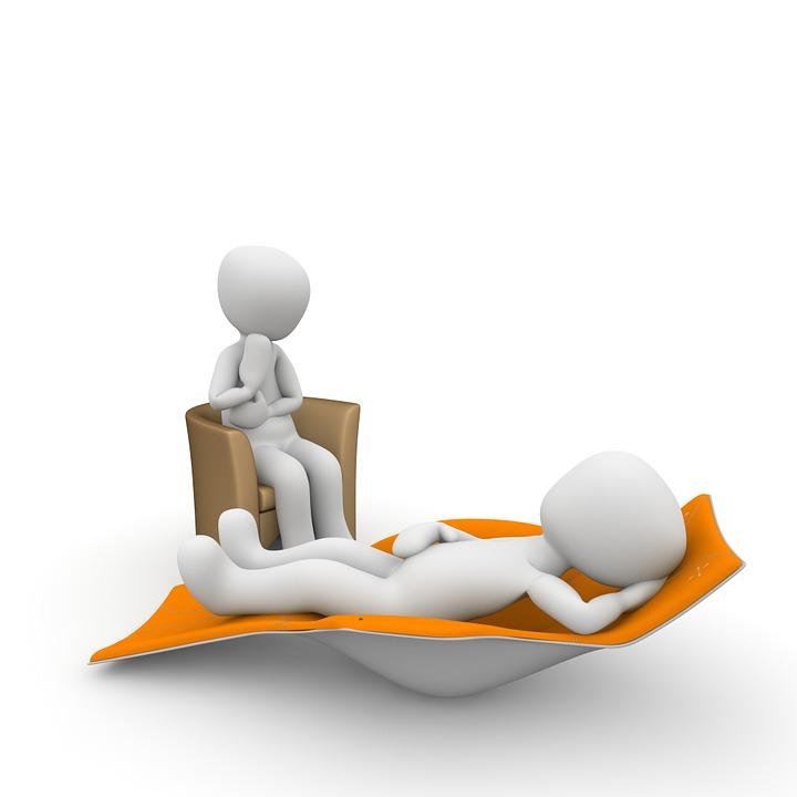 psicologo-y-paciente-en-un-divan