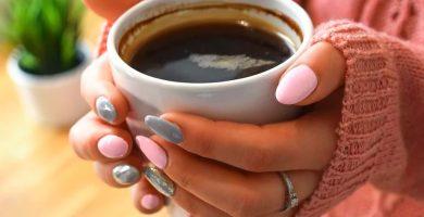 manicura de gel acrílica rosa