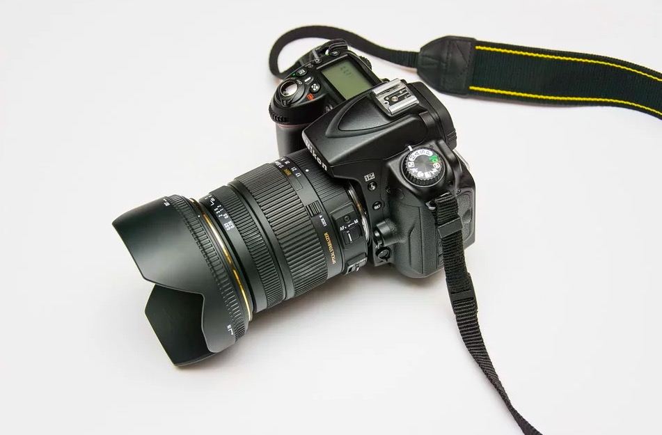 Cámara de fotos reflex con objetivo