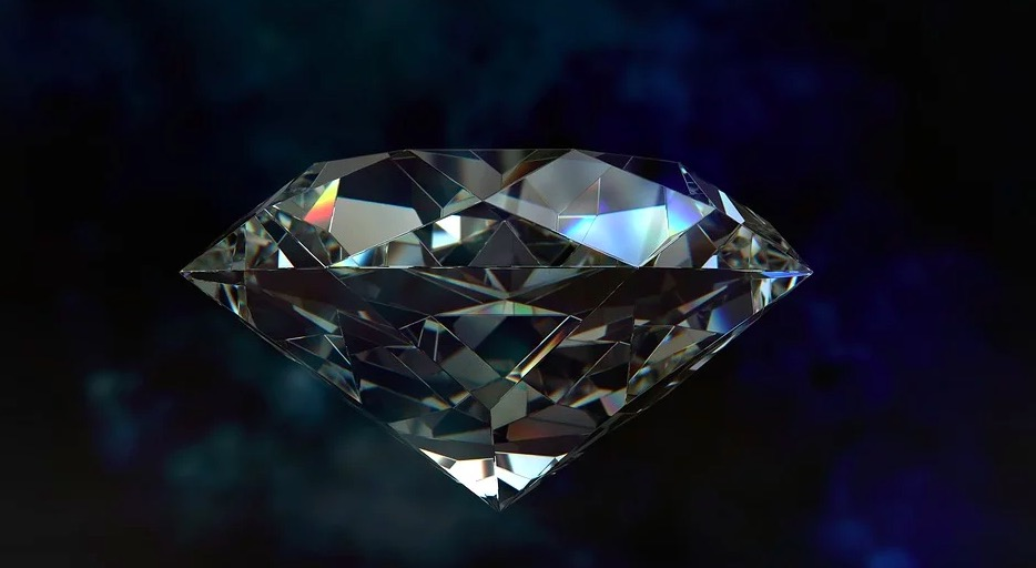 Diamante tallado en forma de gema