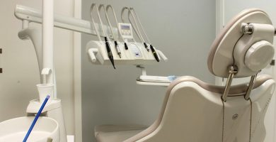 banco trabajo de una clínica dental