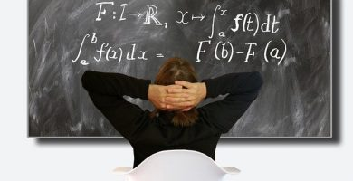Cálculo matemático en una pizarra