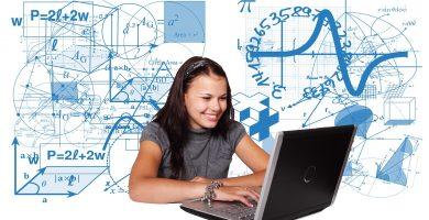 Mujer estudiando geometría